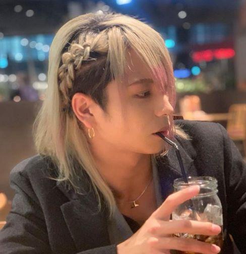 白井鴻明(こうめい)髪型